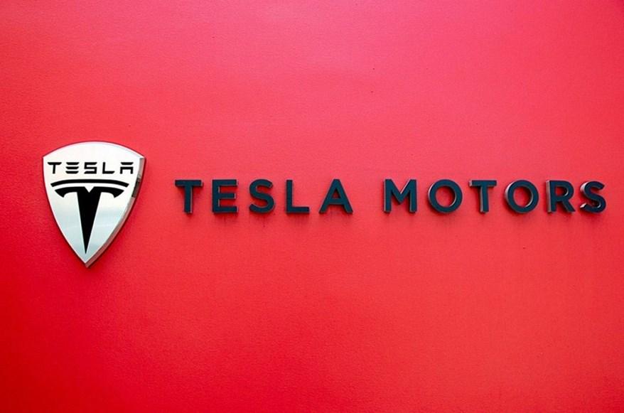 """Coi thường marketing, Tesla cuối cùng đã phải thay đổi để """"chiều lòng"""" khách hàng Trung Quốc"""