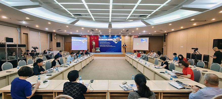 """Hội thảo Hybrid giới thiệu tài liệu: """"Thực hành kinh doanh có trách nhiệm trong ngành may mặc và da dày Việt Nam""""."""